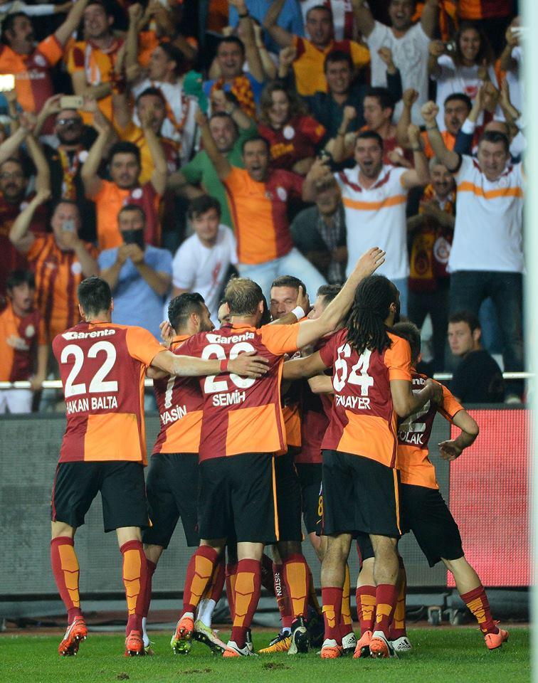 """UEFA """"Qalatasaray""""ı 15 milyon avro cərimələyib"""