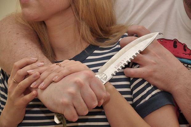 Bakida kişi arvadını boşanmaq istədiyi üçün bıçaqladı!