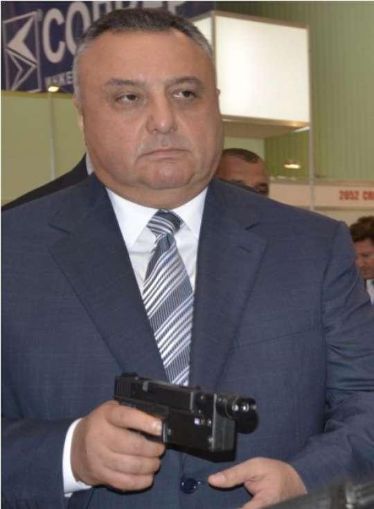 """Eldar Mahmudovun dəstəsi """"Magnit"""" mağazasının sahibini də """"yükləyib"""""""