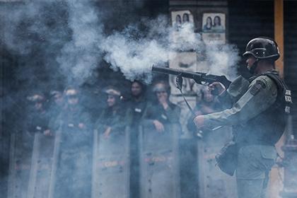 Qəzəbli etirazçılar prezident iqamətgahına yürüş etdilər
