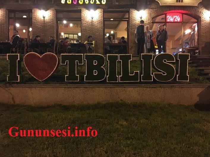Tbilisi: zülmət gecələrin işıqlı küçəsindən