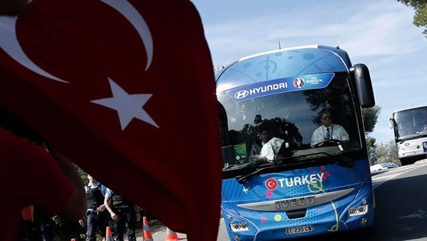 Fransada türk futbolçuların avtobusunda terror həyəcanı