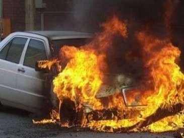 Gəncədə avtomobil yandı