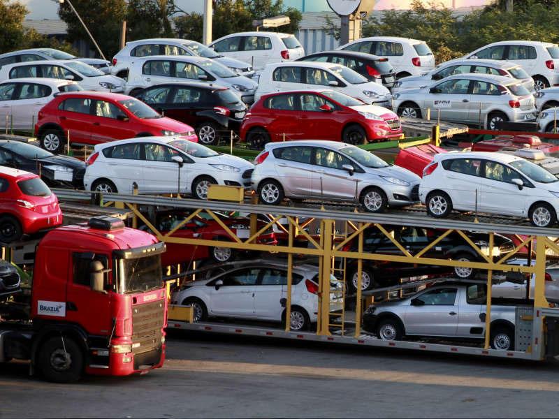 Ekspert: Ölkəyə gətirilən avtomobillərin azalmasının