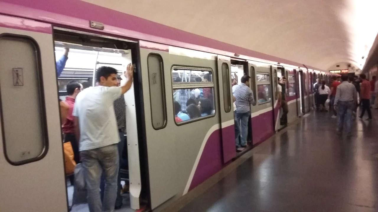 Bir ildə metro ilə 228 milyondan çox sərnişin daşınıb