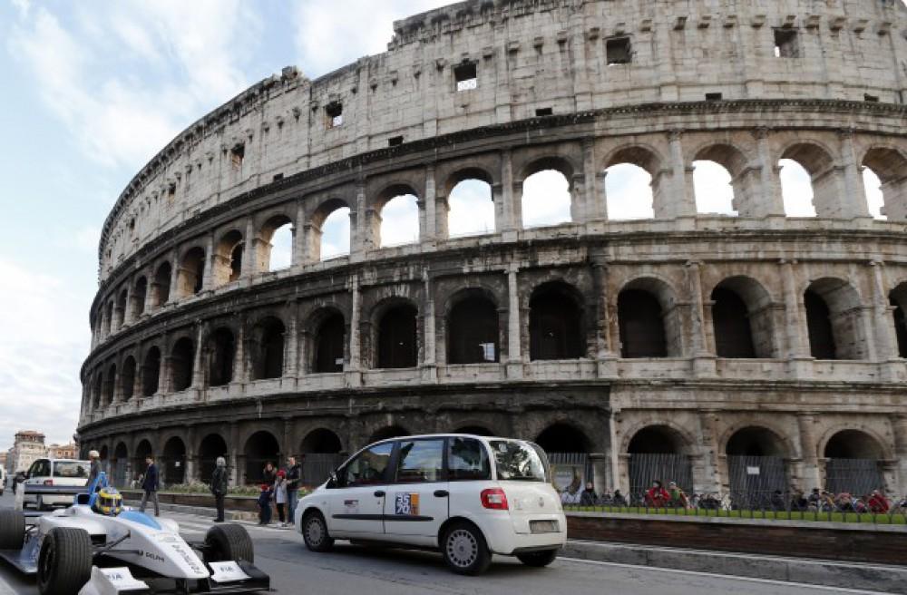 İtaliyada bomba təhlükəsi ilə əlaqədar minlərlə insan təxliyyə edilib