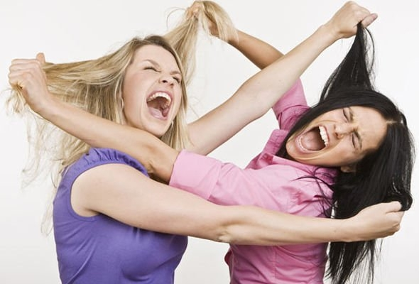 Bakıda gözəllik yarışmasında dava: Qızlar saçyoldusuna çıxdı - VİDEO