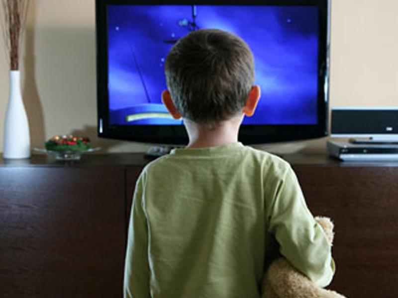 5 yaşlı uşaq başına televizor düşməsi nəticəsində ölüb