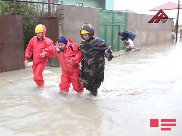 FHN su basan ərazilərdən əhalini təxliyə edir