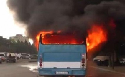 Ağsuda sərnişin avtobusu yandı
