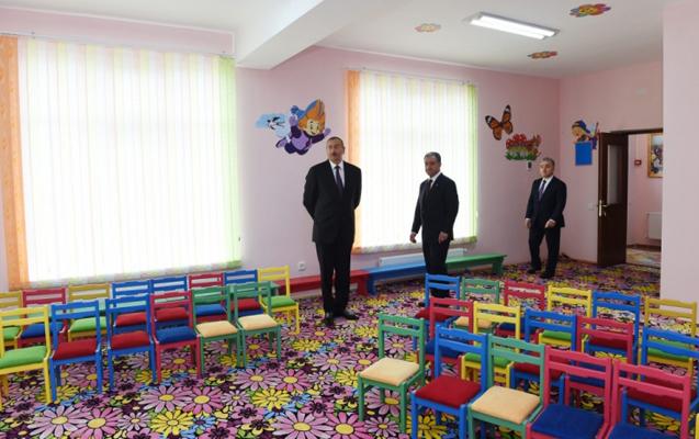 İlham Əliyev məktəb binasının açılışında –