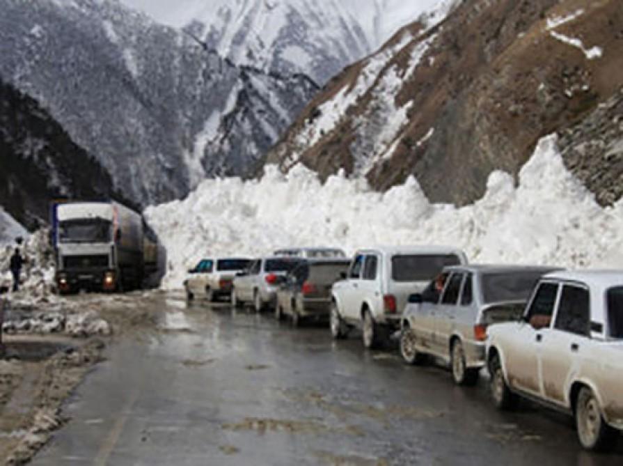 Gürcüstan-Rusiya avtomobil yolu nəqliyyatın hərəkəti üçün tam bağlandı
