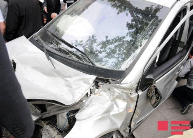 İki minik avtomobili toqquşdu: 6 nəfər xəsarət aldı