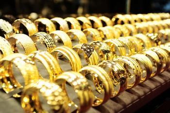 Azərbaycanda qızıl-gümüş bazarında