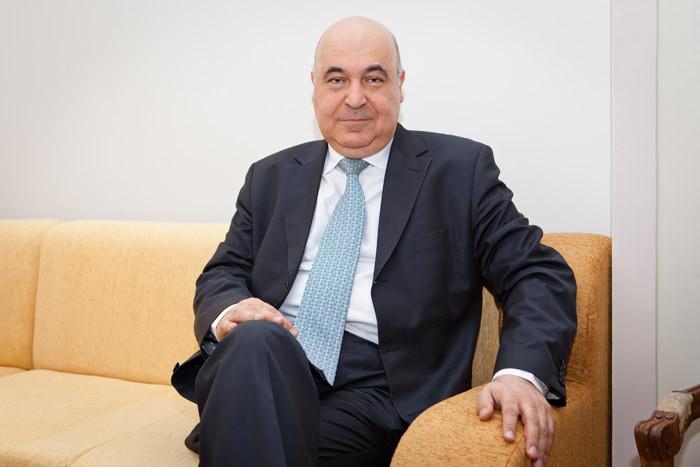 Çingiz Abdullayev gənc yazarı məhkəməyə verir