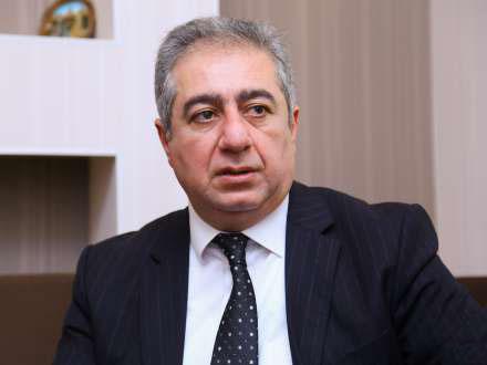 """Qubad İbadoğlundan bədbin təhlil: """"Belə getsə devalvasiya qaçılmaz olacaq"""""""