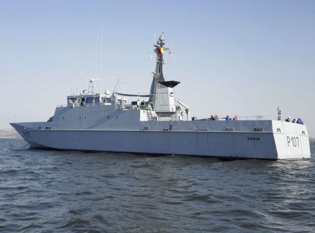 Kamerunda hərbi gəmi çevrildi: Ölən və itkin düşənlər var