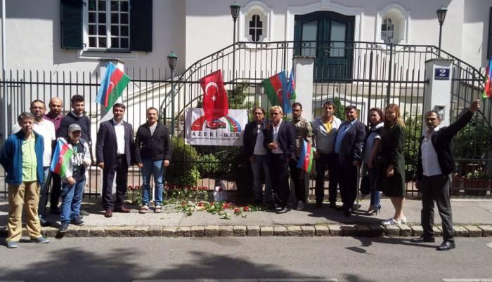 Azərbaycanlılar Vyanada etiraz aksiyası keçirib