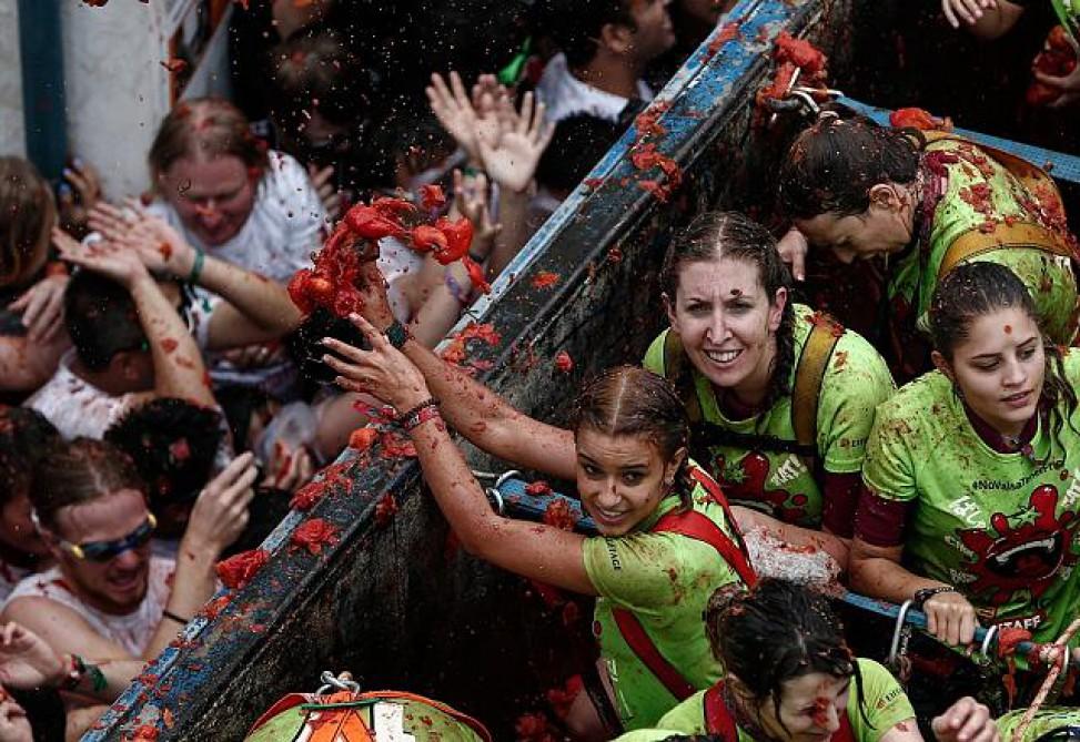 """""""La Tomatina"""" festivalında 160 ton pomidor istifadə olundu"""