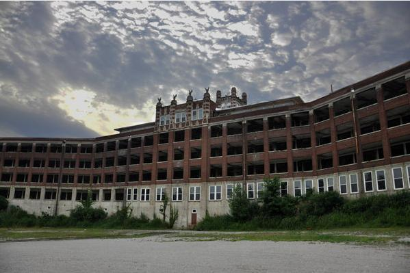 waverly-hills-sanitarium-rear-view2