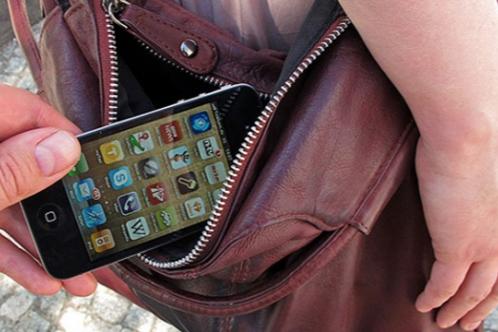 BDU-da oxuyan qızların mobil telefonları
