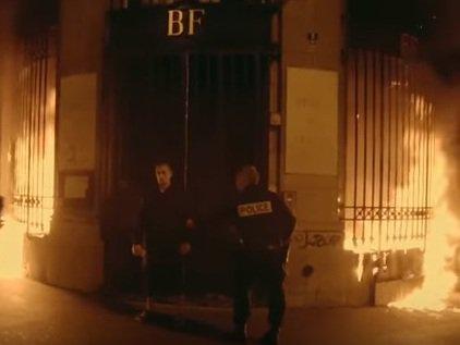 Rusiyalı artist Parisdə banka od vurdu