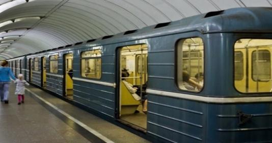 Bakı metrosunda qızla oğlanın davası düşdü