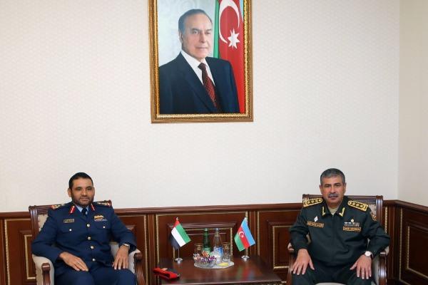 Azərbaycanın müdafiə naziri BƏƏ generalı ilə görüşüb