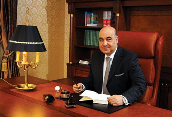 Çingiz Abdullayev rüşvət alan rektorları fahişə adlandırdı
