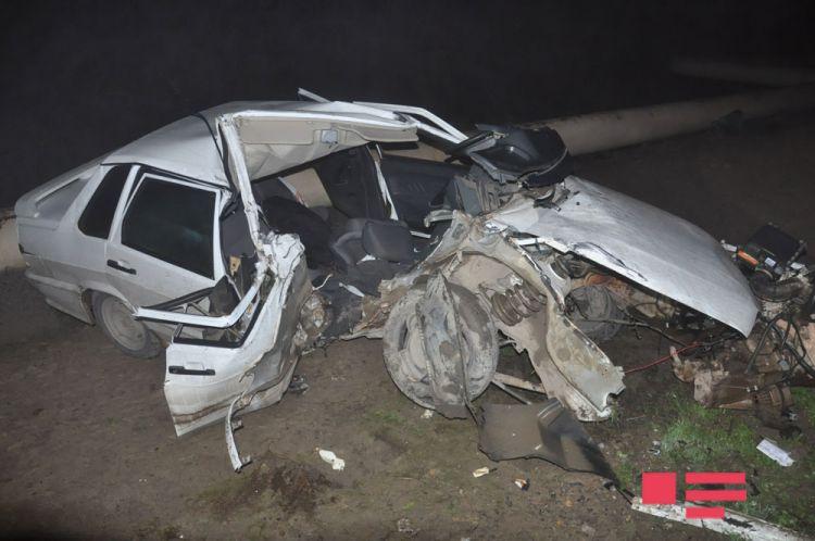 """Sabirabadda """"VAZ""""ın radar dirəyinə çırpılması nəticəsində polis əməkdaşı ölüb"""