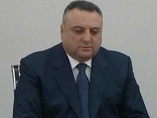 Eldar Mahmudov məhkəmə sədri ilə yürüşdə