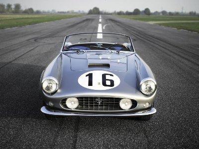 """1959-cu ilin yarış maşını olan """"Ferrari"""" 18 mln dollara satıldı"""