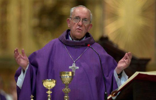 Roma papasına qarşı kəskin etiraz