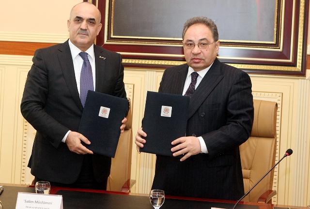 Nazirlə rektor arasında memorandum imzalandı