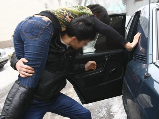 Azərbaycanda nişanlı müəlliməni zorla qaçırdılar