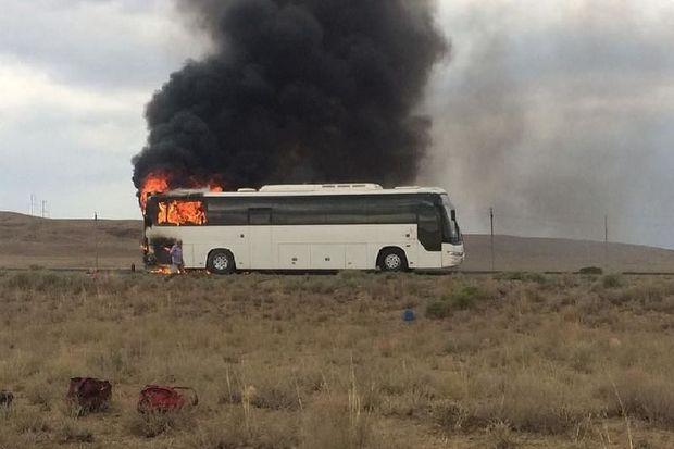 Qazaxıstanda sərnişin avtobusu yandı