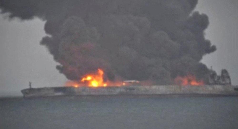 Çin sahillərində toqquşan tanker partlaya bilər