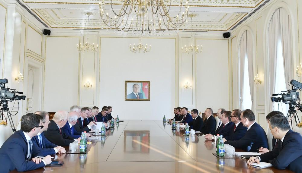 İlham Əliyev Almaniya İqtisadiyyatının Şərq Komitəsinin sədrinin başçılıq etdiyi nümayəndə heyətini qəbul edib