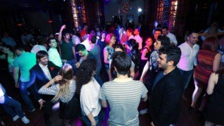 Bakıdakı gecə klubunda azyaşlı qızlar ərəb turistlərə satılır