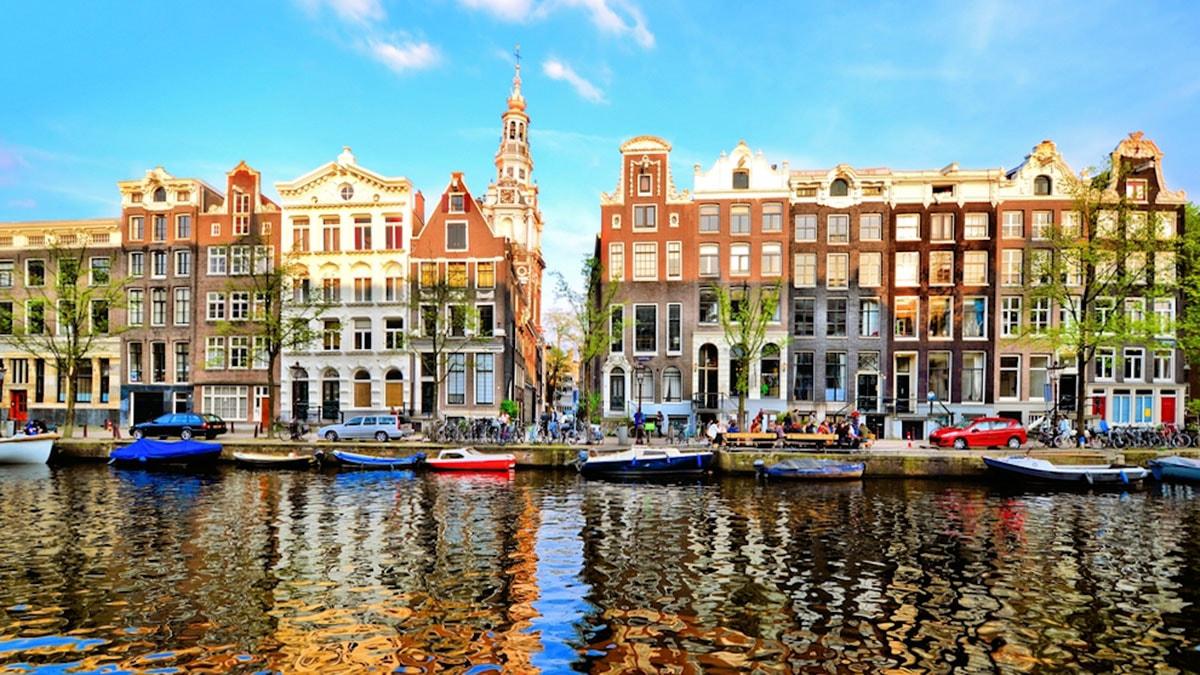 Amsterdamda ilk dəfə  ucadan əzan səslənəcək