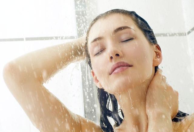 Səhər və ya axşam duş qəbul etmək daha faydalıdır?