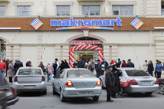 """Azərsun"" kredit borcuna görə ""Makromart""ın mağazalarını girov götürüb"