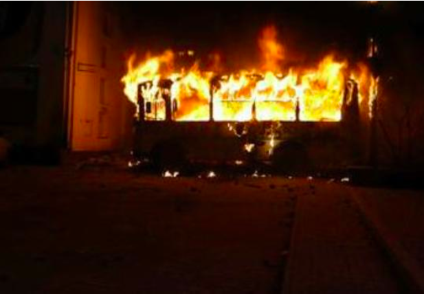 Bakıda avtobus yandı