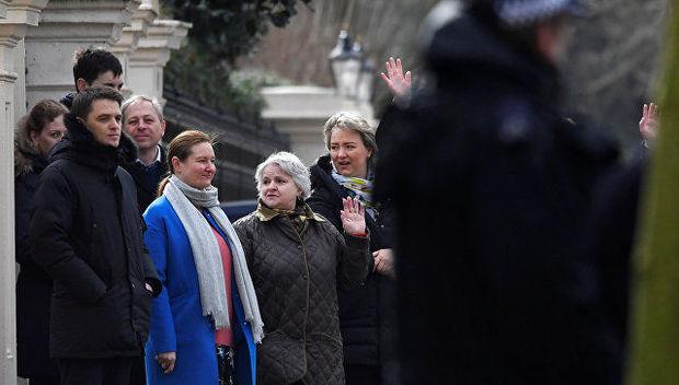 Rusiyalı diplomatlar Londonu tərk etdi