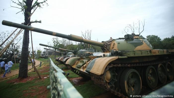 Çin pilotsuz tanklarını nümayiş etdirdi
