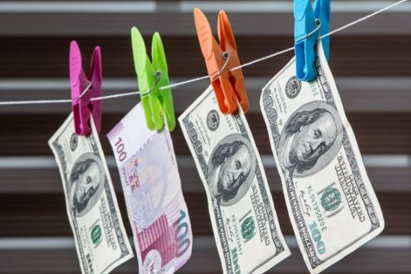 Dollar hərracda cüzi ucuzlaşdı