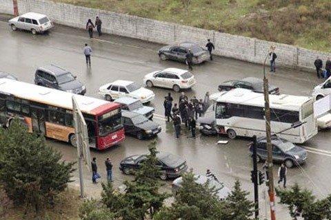 Bakıda sərnişin avtobusu qəzaya düşdü