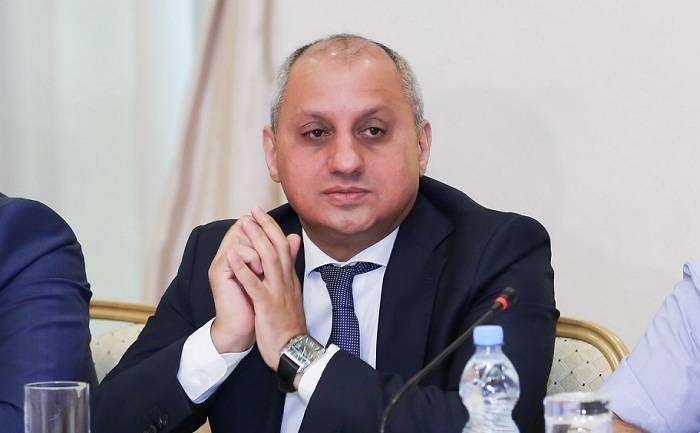 Əliməmməd Nuriyev deputatlara qrant verilməsindən yazdı