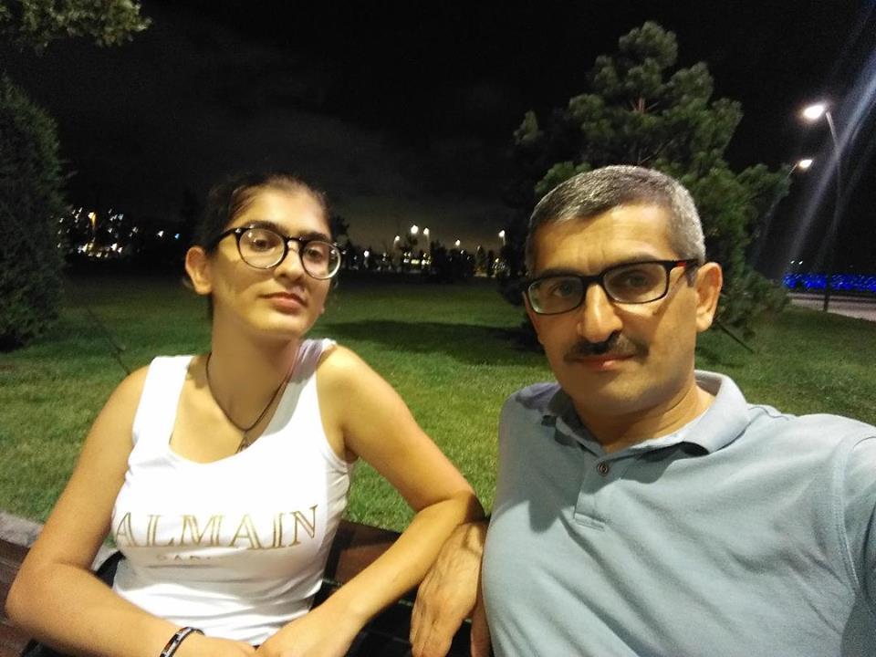 Tanınmış jurnalistin qızı 696 bal topladı