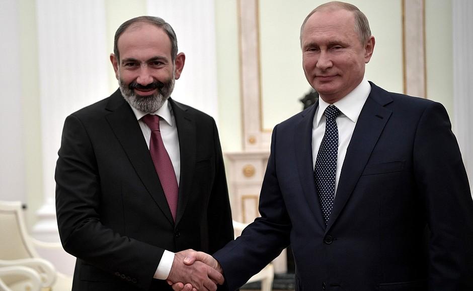 Putin Paşinyanla görüşdü